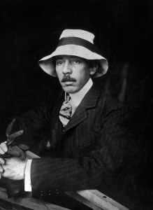UNSPECIFIED - NOVEMBER 24: Alberto Santos-Dumont (1873-1932) Brazilian aviator, one of the pioneer of the aviation, here c. 1907 (Photo by Apic/Getty Images)
